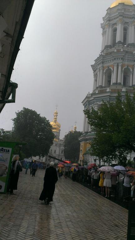 очередь в Киево-Печерской Лавре фото